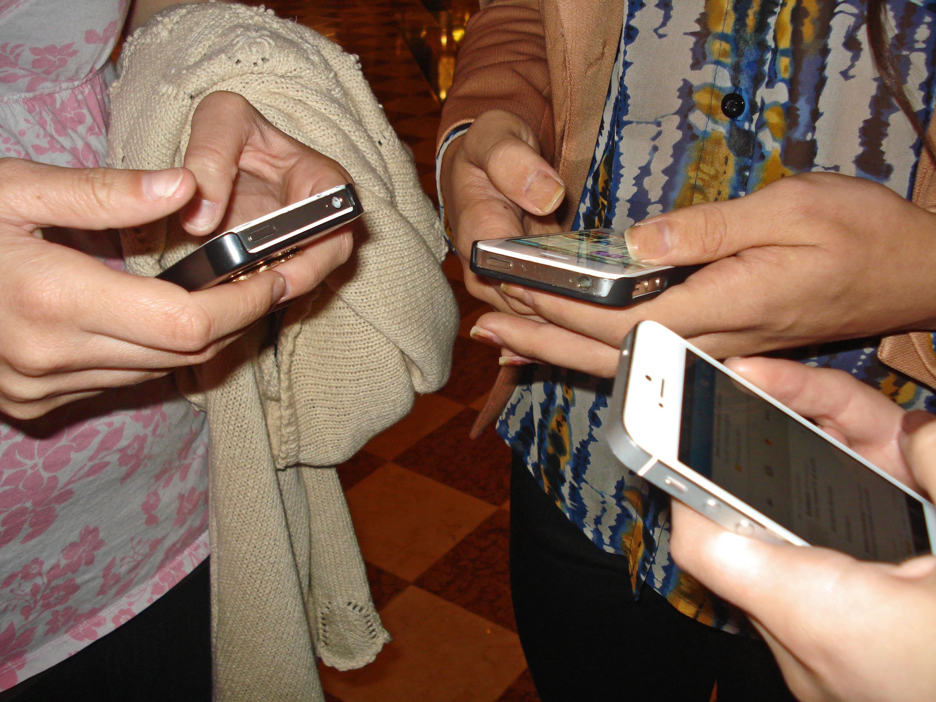 morgueFile-JessicaGale-iphones