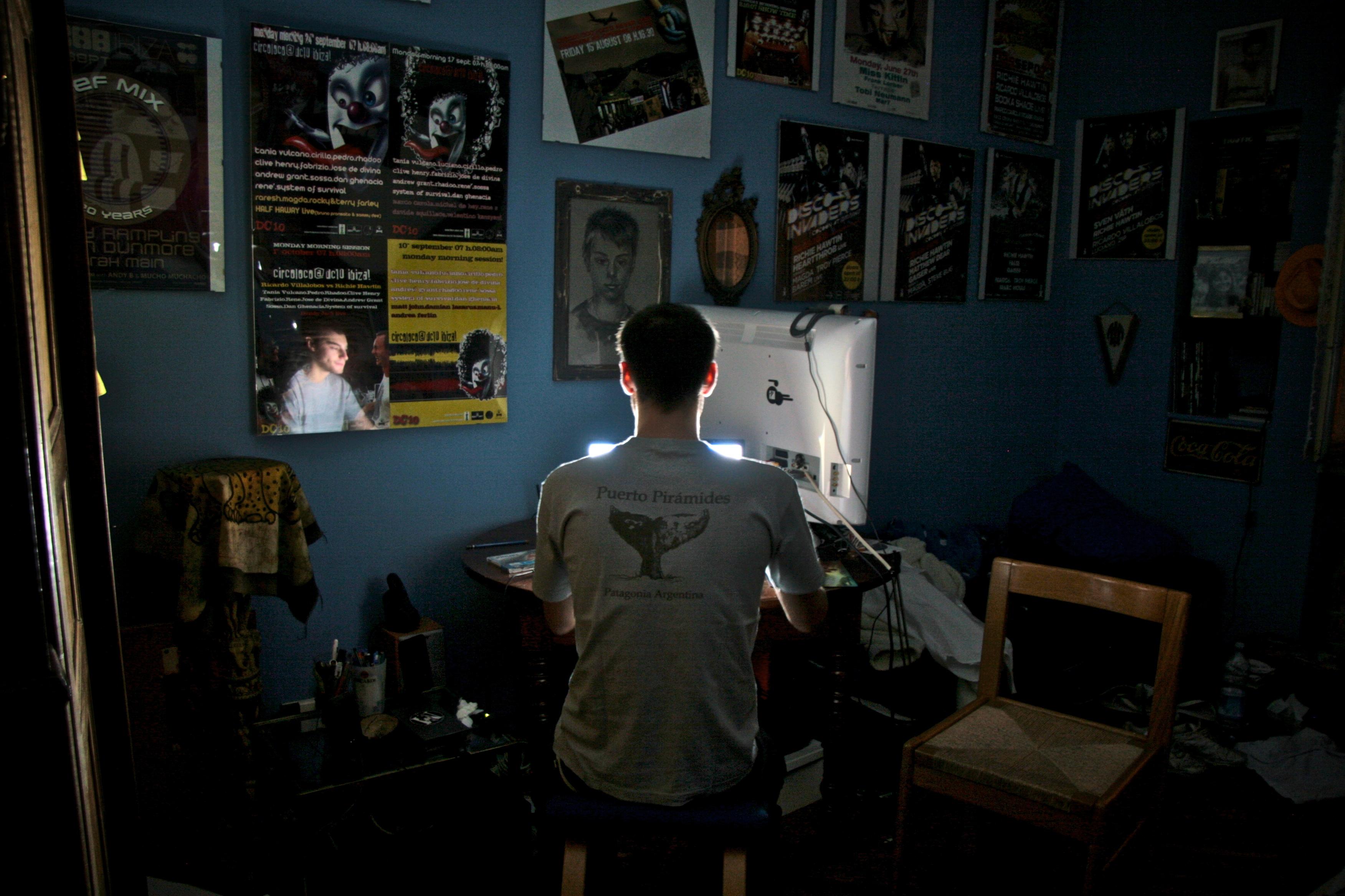 Federico Morando-internet addiction